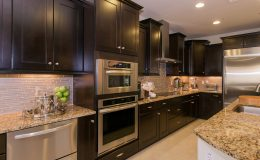 Luxury-Domestic-Kitchen-000046274992_Large